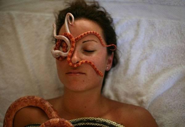 СЕКРЕТЫ КРАСОТЫ. Змеиный массаж