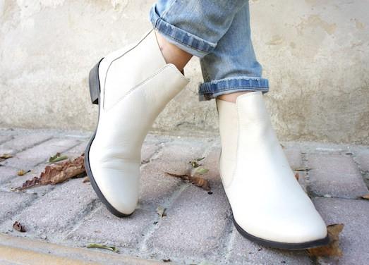 Стильные и модные ботинки челси