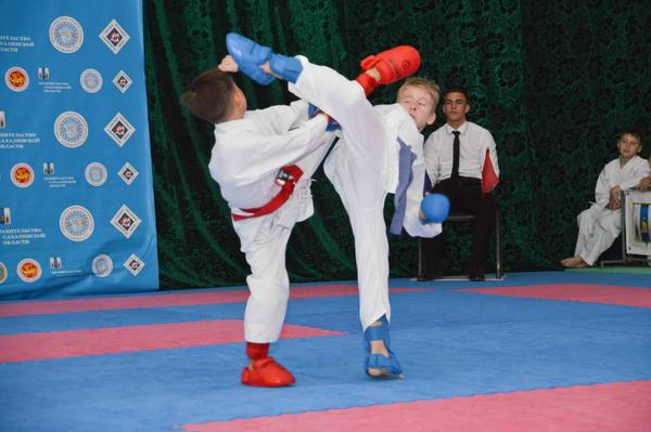 Более 300 юных каратистов Сахалина поборолись в открытом турнире (ФОТО)