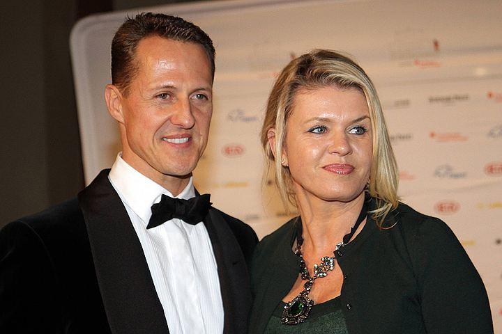 Шантажист вымогал у жены Шумахера 900 миллионов евро
