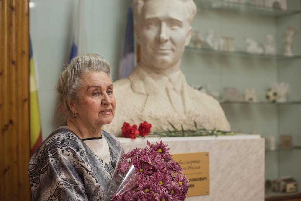 В ростовской школе почтили память героя-летчика