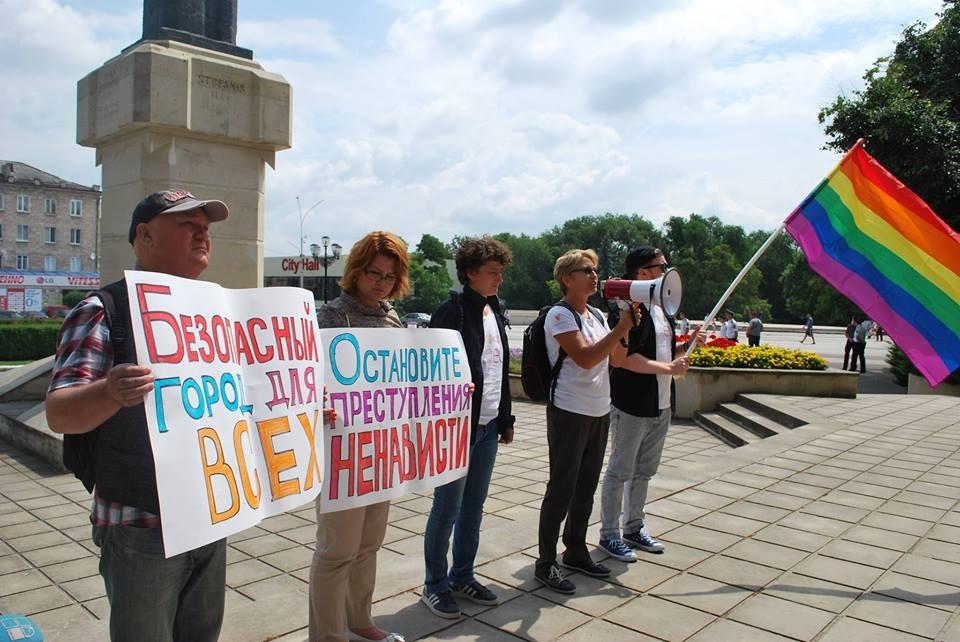 За оскорбление геев в сети в России дадут пять лет