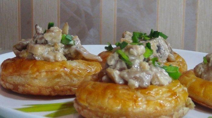 Самые вкусные слоеные кольца с грибами на закуску