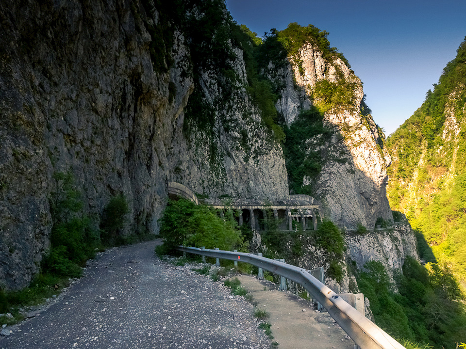 Страх и красота: Заброшенная дорога в Сочи