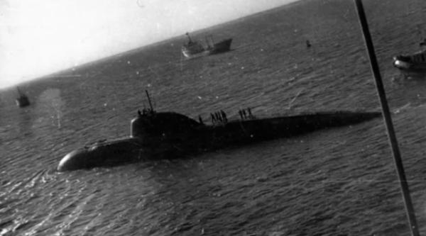 Зачем советская подводная лодка таранила авианосец США в 1984 году
