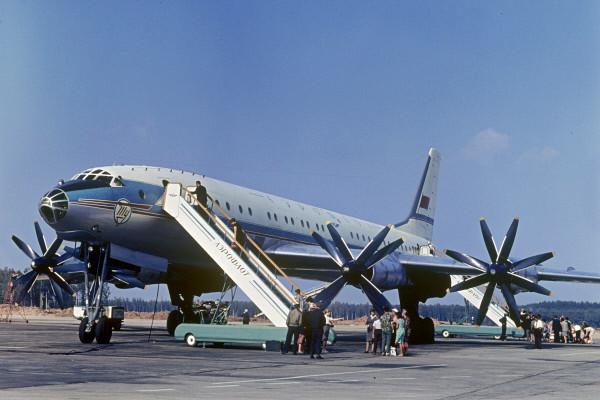 Советский авиалайнер Ту-114. Экскурсия в старину (19 фото)
