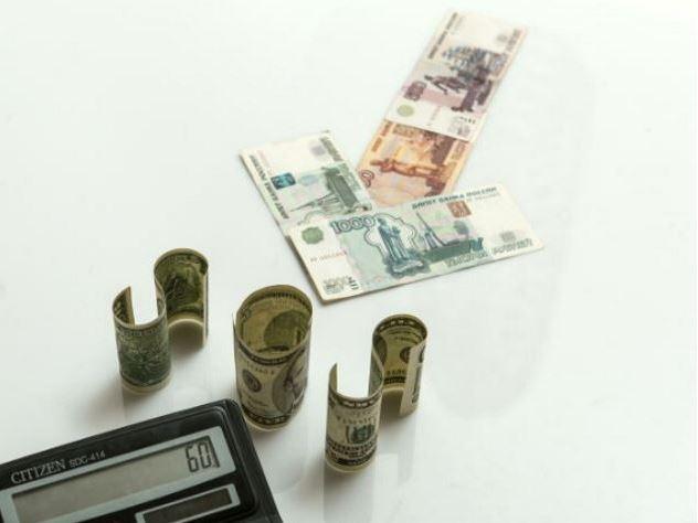 Эксперты рассказали, как доллар может подешеветь до 55 рублей