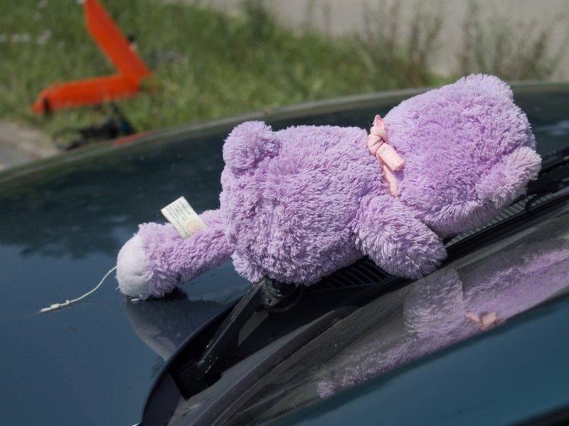 Еще один ребенок под машиной
