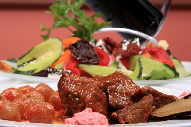 Рецепт Стифадо — тушеное мясо по-гречески