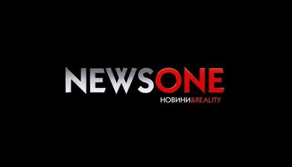 Офис украинского телеканала NewsOne заблокировали мешками и колючей проволокой неизвестные
