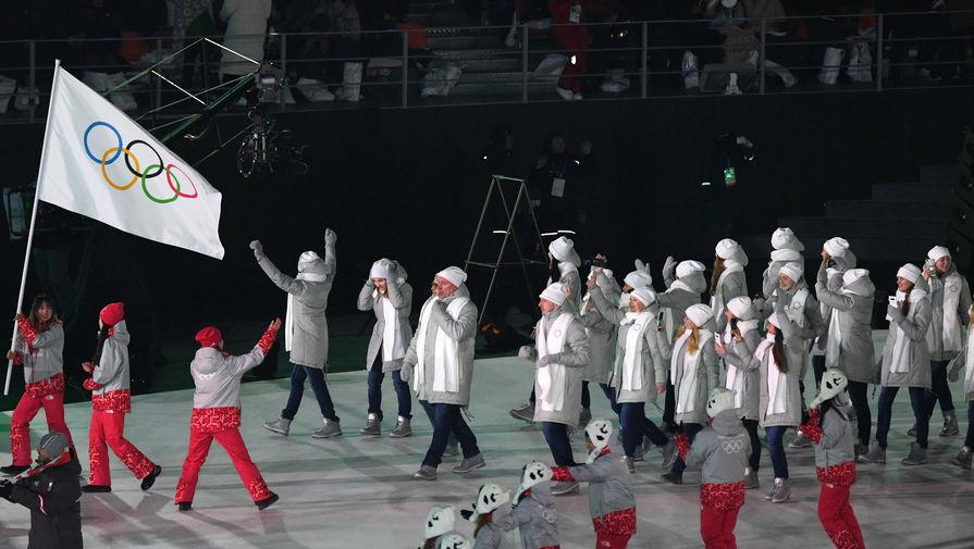 Почему американский фанат развернул флаг России на открытии Олимпиады