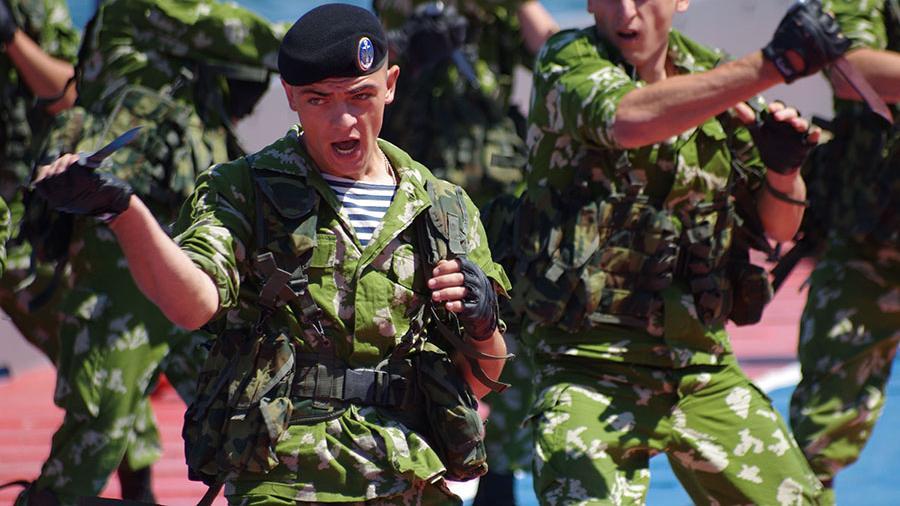 Украинские морпехи назло Порошенко надели черные береты
