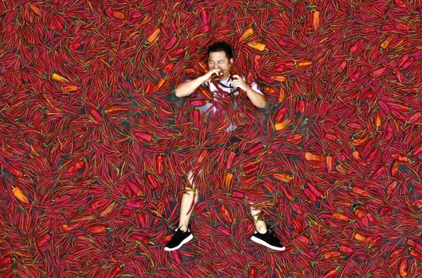 Китаец съел 50 острых перцев за 68 секунд