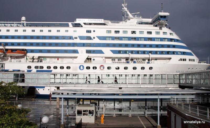 Датская полиция отправила домой на корабле 250 пьяных шведов