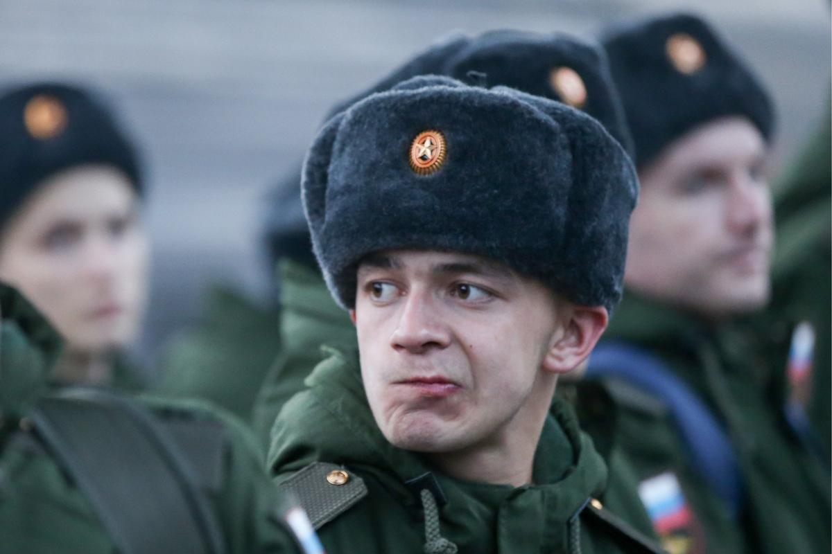 Россиян обязали вставать на …