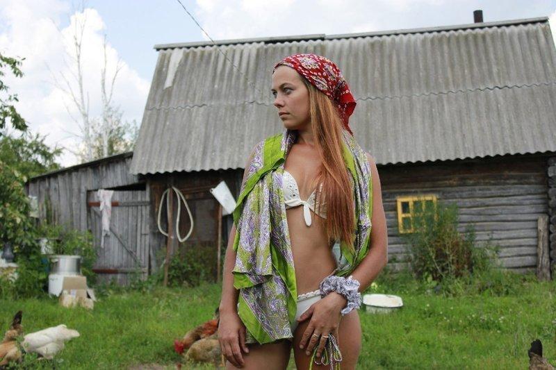 Голыми ходят в деревне видео своей