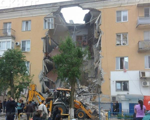 Видео с места взрыва в жилом доме в Волгограде появилось в сети