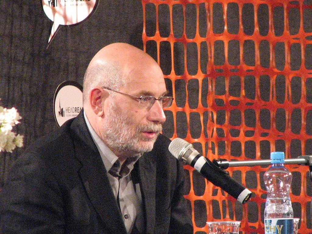 Борис Акунин пообещал выпустить три книги за 2019 год
