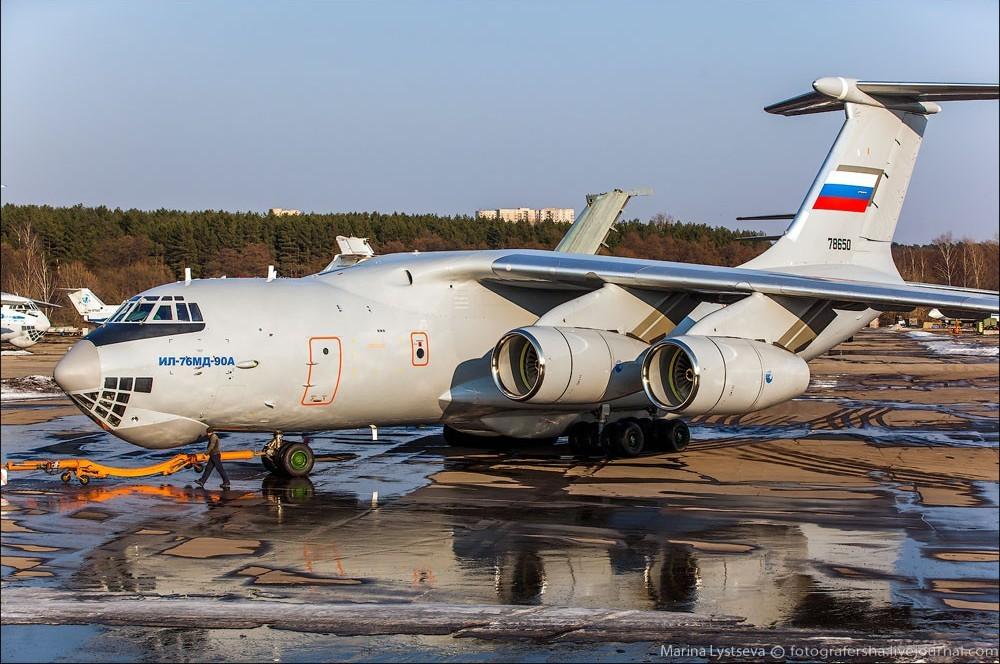 Ил-76 меняют полетное задание