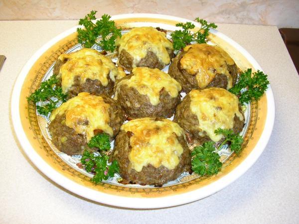 Оригинальные гнезда из мяса: с грибами и сыром
