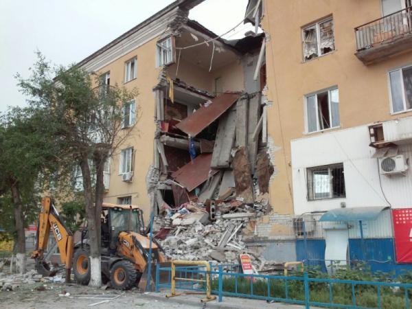 При взрыве в жилом доме в Волгограде погибли трое и пострадали восемь человек