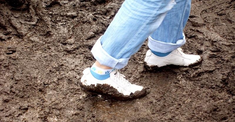 Как почистить белые кроссовки
