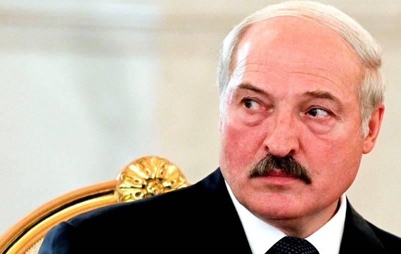 Огрызаясь на Москву, Лукашенко требует очередной миллиард