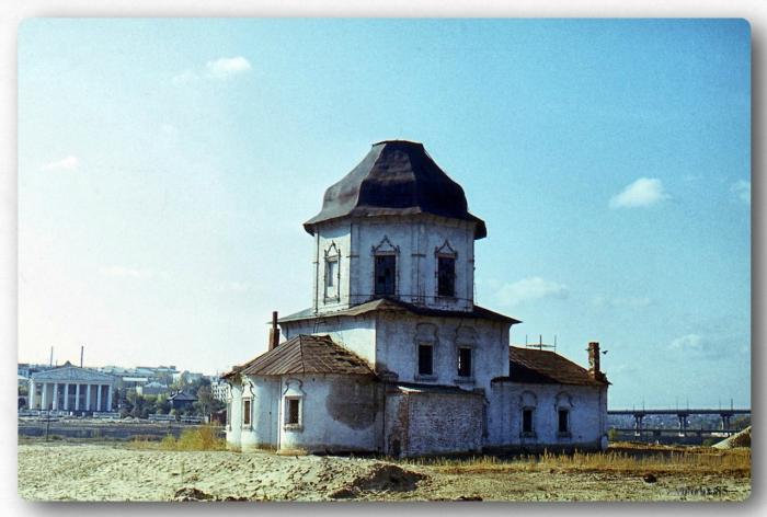 Каменная церковь, одна из важных архитектурных доминант старого города, ценный памятник русского провинциального зодчества середины XVIII века.