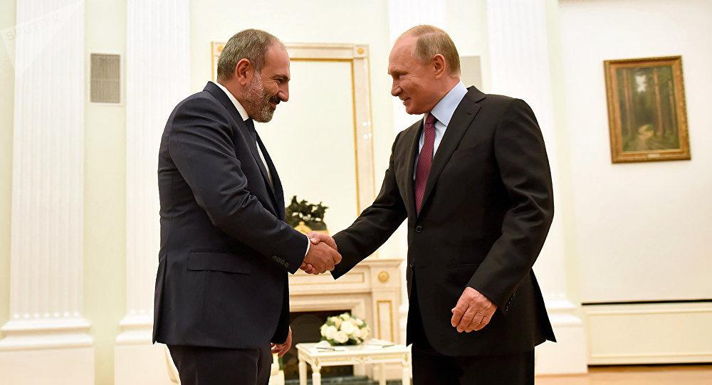 Владимир Путин поздравил премьер-министра Армении с назначением