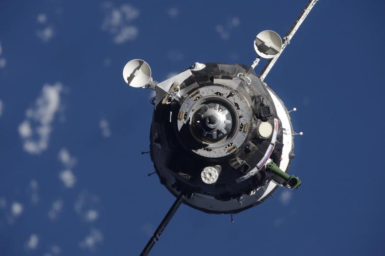 Космонавты будут возвращаться на Землю в дырявом «Союзе»