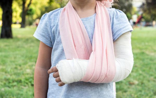 Перелом чаще всего бывает следствием травмы