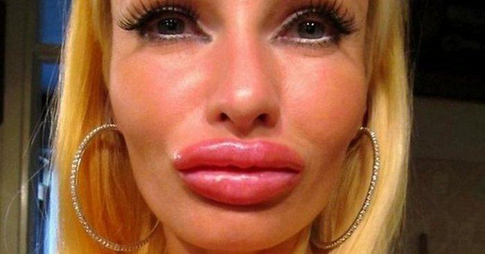блондинку надула губки и получила по лицу смотреть бесплатно