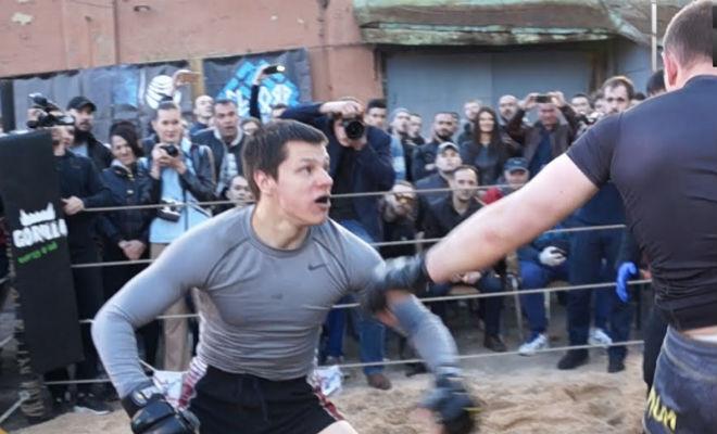 Огромный регбист вышел на ринг против двух ММА-бойцов