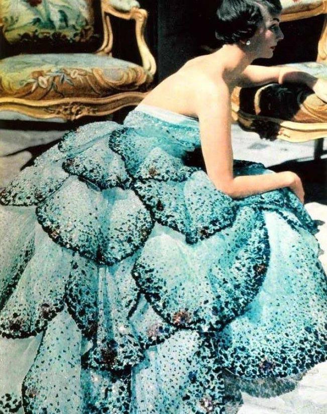 Модная сказка от Кристиана Диора — блистательные наряды 50-х