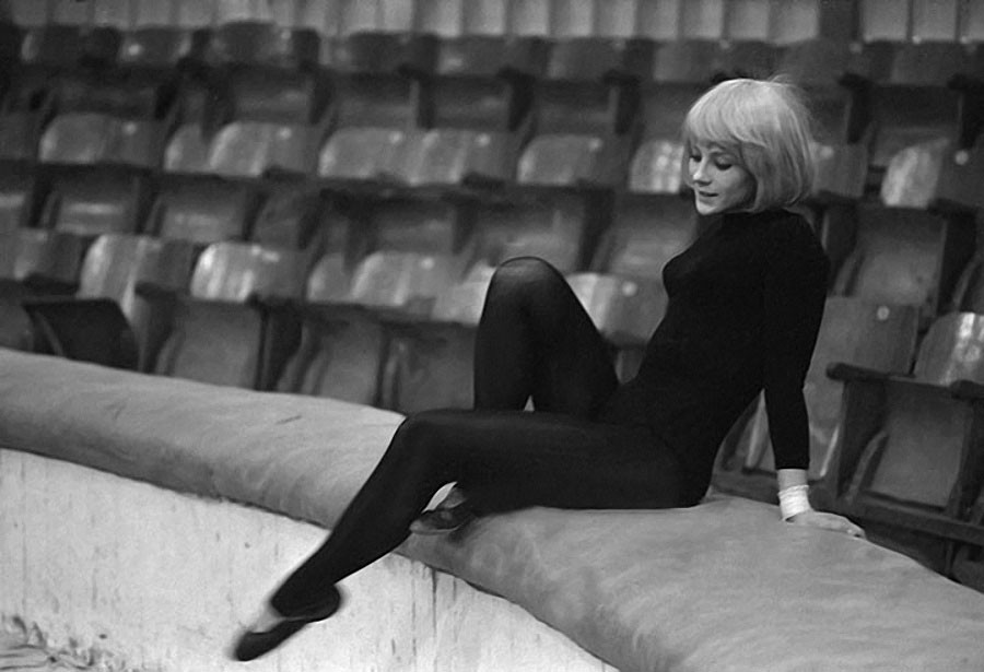 Наталья Варлей на арене цирка. 1967 год