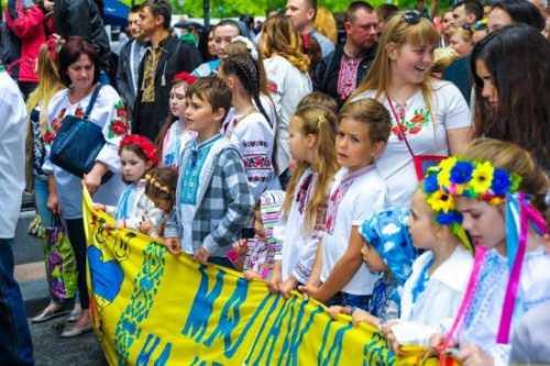 Зачем социологи Украины следуют методике Джина Шарпа?