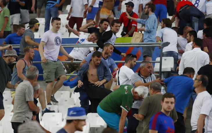 Франция аплодирует русским фанатам. Англия негодует