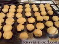 Фото приготовления рецепта: Шарики на кефире с ореховой начинкой - шаг №15