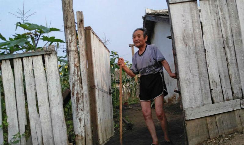Фотограф снял на телефон удручающие кадры из жизни простых людей в Северной Корее