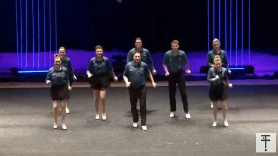 8 танцоров стали в ряд. Когда они развернулись, зрители потеряли дар речи!