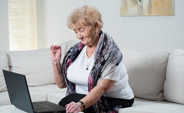 Старички-онлайнеры: Чего пенсионерам не хватает в сети?