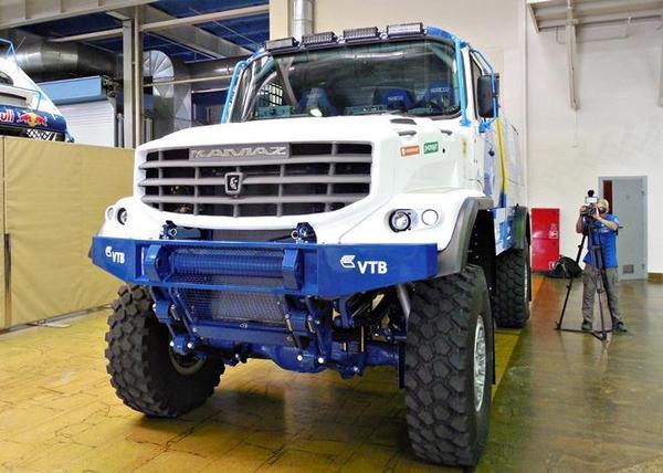 Новый капотный КАМАЗ для участия в ралли Дакар 2016