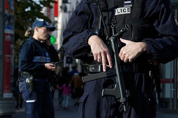 ВоФранции полицейский убил трех человек изтабельного пистолета