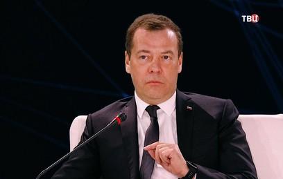 Медведев усомнился в необходимости жесткого регулирования краудфандинга