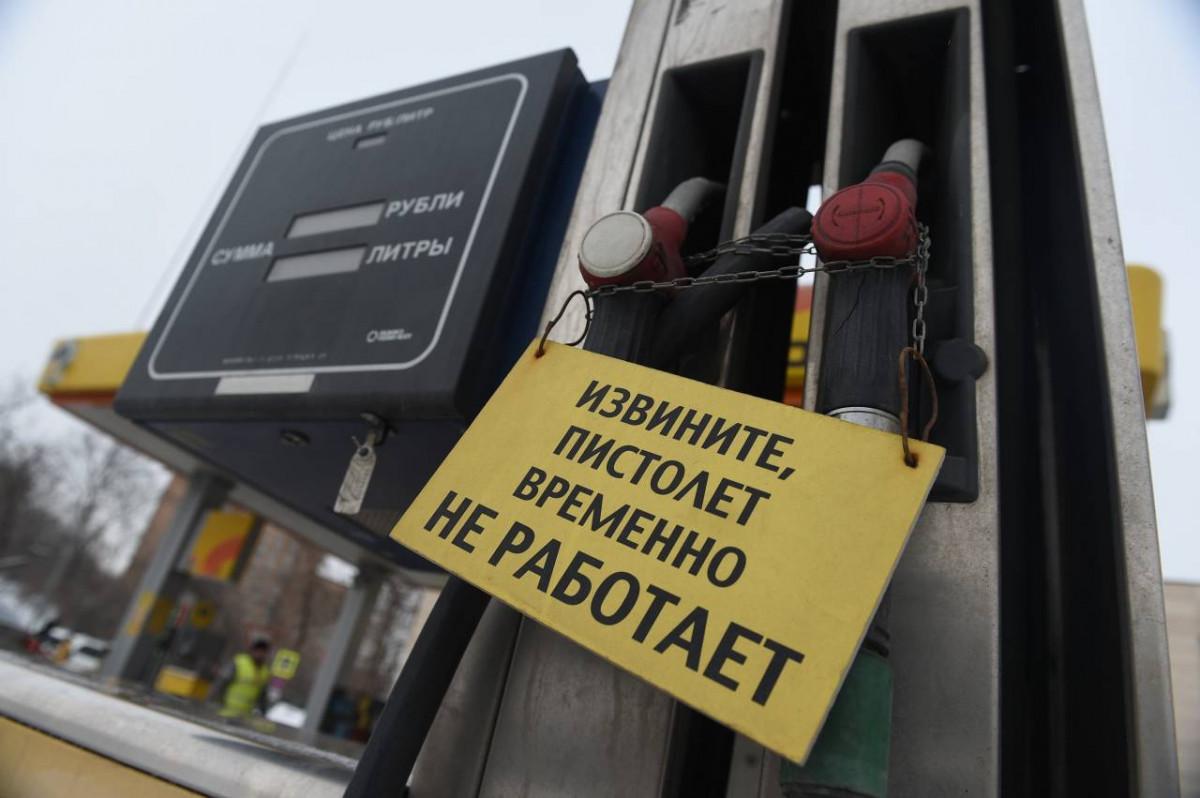 """В Киеве заговорили о """"топливном коллапсе"""": эксперт оценил последствия прекращения поставок нефти из России"""