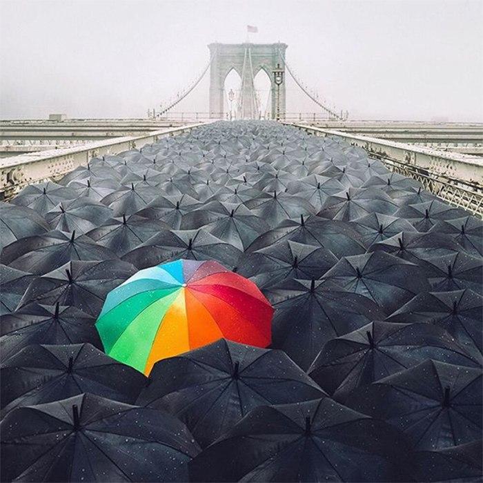 Когда жизнь кажется черно-белой, убедись, что мечты - все еще цветные. Автор: Robert Jahns.