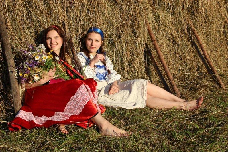 Наш ответ заморскому Vogue: жители деревни нарядились в национальные костюмы и устроили фотосессию