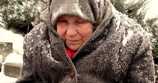 Однажды зимой я обратила внимание на женщину, которая шла по снегу в каких-то...