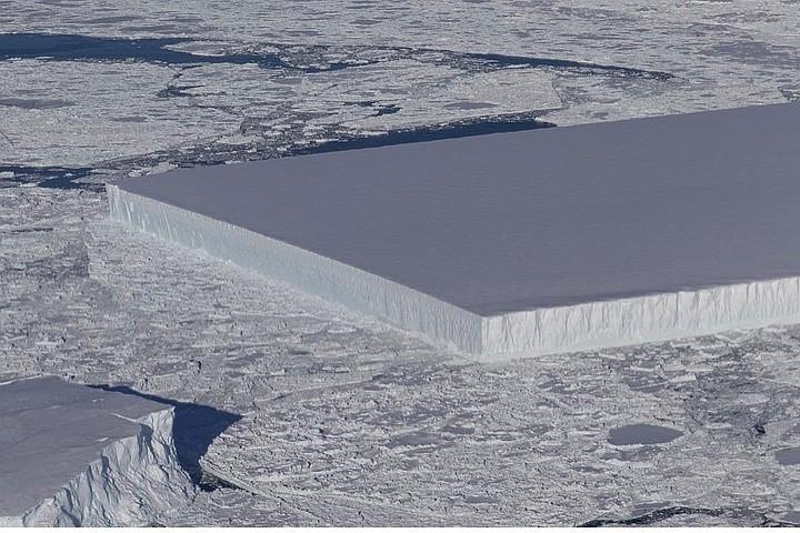 NASA  показало недоверчивым, где плавает «квадратный айсберг»