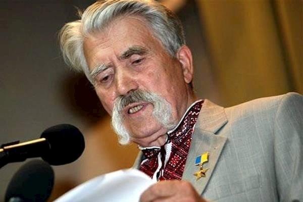 Равреба стебёт хунтарей, скорбящих по смерти видного украинского нациста